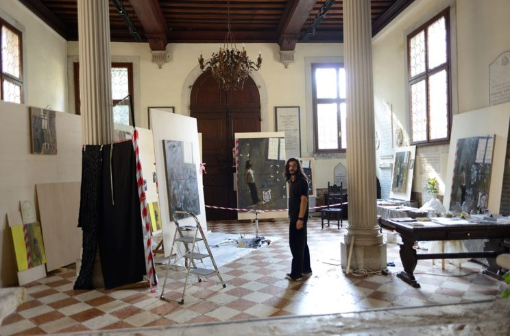 Installationsansicht mit Modell, Human Being Being Framed, Venedig (2013)