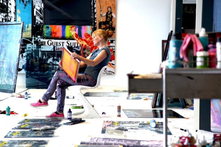 Sandra Rauch bei der Arbeit in ihrem berliner Atelier, Jens Becker