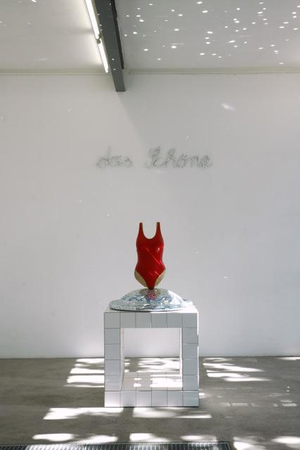 Christoph Platz, Lacrime 2002, Pappel, farbig gefasst, mixed media, 180 x 92 x 92 cm