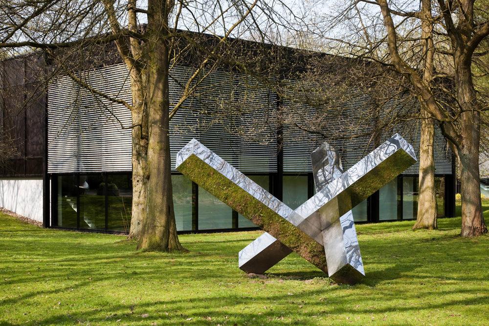Blick auf den Skulpturenpark und das Josef Albers Museum Quadrat Bottrop, © Josef Albers Museum Quadrat Bottrop, Foto: VG Bild-Kunst, Bonn 2017 / Werner J. Hannappel