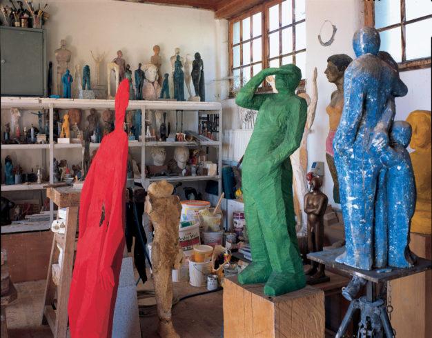 Blick ins Atelier mit früheren und neueren Arbeiten; Foto: Siegfried Wameser