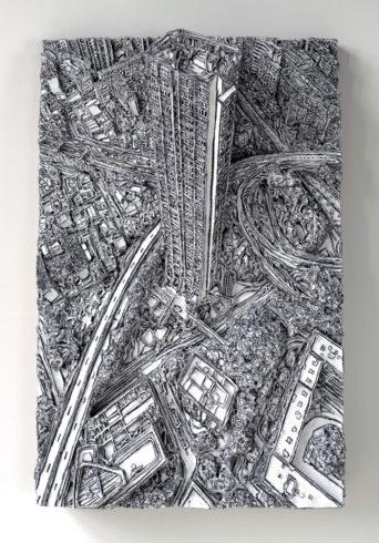 Paris, 2017, Wellpappenrelief, mit Gesso bemalt, Grafit, Permanentmarker, 50 x 79 x 15 cm © VG Bild-Kunst, Bonn 2018/ Martin Spengler, Foto: Martin Spengler