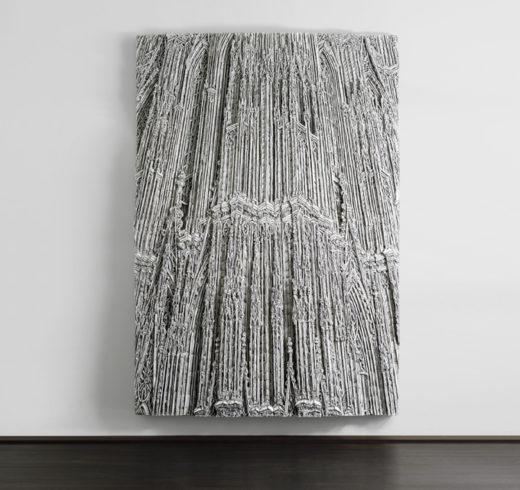 Kathedrale, 2012, Wellpappenrelief, mit Gesso bemalt, Grafit, Permanentmarker, 296 x 200 x 25 cm © VG Bild-Kunst, Bonn 2018/ Martin Spengler, Foto: © Galerie Thomas Modern, Foto: Walter Bayer