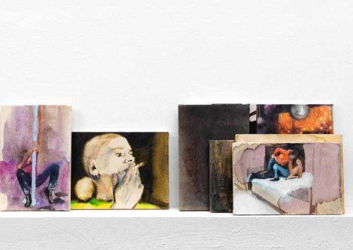 Installationsansicht in der Ausstellung If you close the door, SEPTEMBER, Berlin, 2010, jew. Öl auf Nessel: 30 x 22/20 cm, 22/20 x 30 cm; Holz, Wandfarbe, Schrauben, VG Bild-Kunst, Bonn 2018/ Kerstin Drechsel, Foto: Jens Ziehe