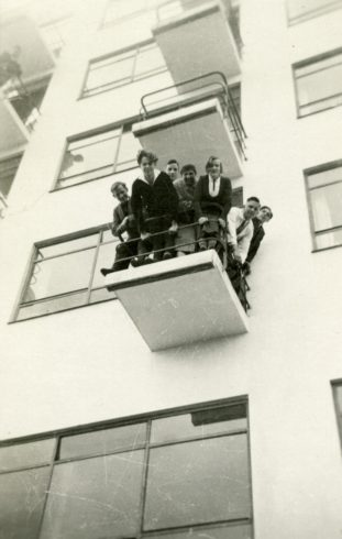 Dessau, Bauhausköpfe (aus dem Bauhaus-Fotoalbum von Fritz Schreiber) © Stiftung Bauhaus Dessau