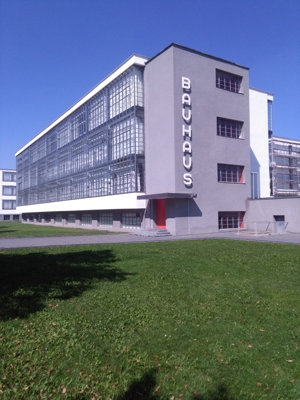 Das Bauhaus-Gebäude in Dessau Foto: Susanna Partsch