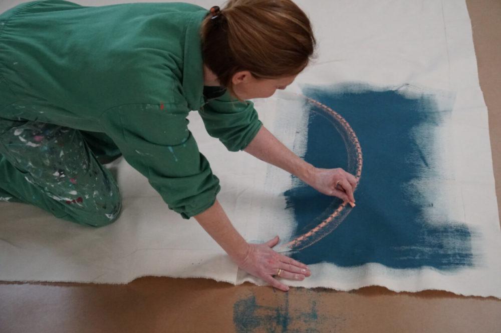 """Stephanie Pech bei der Arbeit an """"Nazar"""", Foto: Marie Steiner"""
