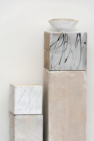 Kuben 15 x 15 x 15 cm und 20 x 20 x 20 cm, Acryl-Mischtechniken, Collage, Gesso, Blattsilber mit Tusche 2013.