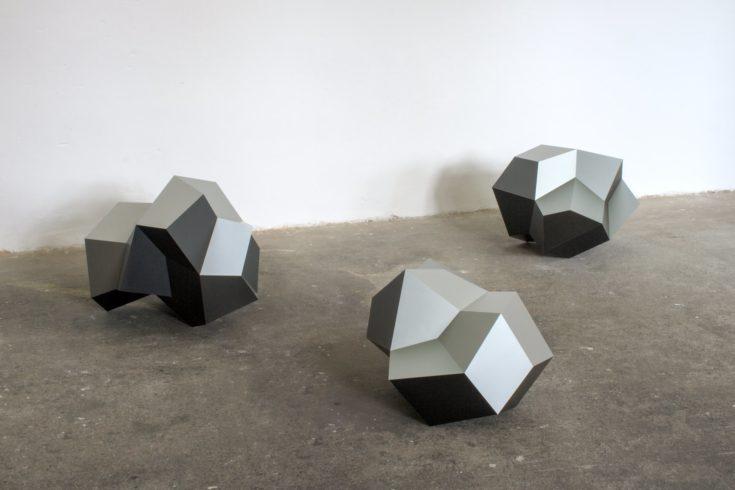 Lumps, 2010, aluminium on plastic, each ca. 40 x 55 x 45 cm Foto: Peter Wackernagel