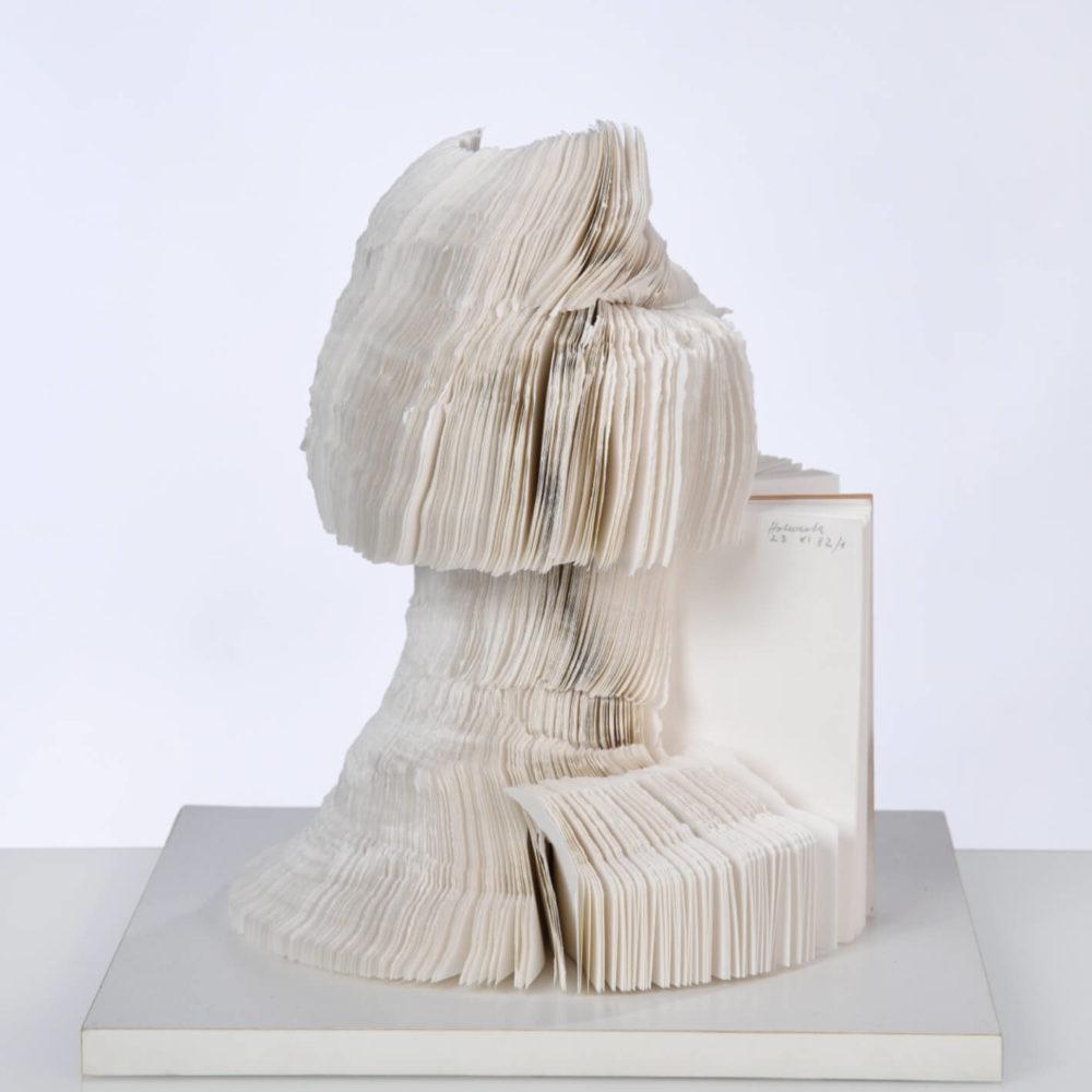 """23 XI 82/1"", Blindbuch, 500 Bl., Buchungspapier, DIN A 6, 34 x 31 x 31 cm (H x B x T), 1982 Foto: Oskar Holweck Nachlass/Sabine Hafner Photographie"