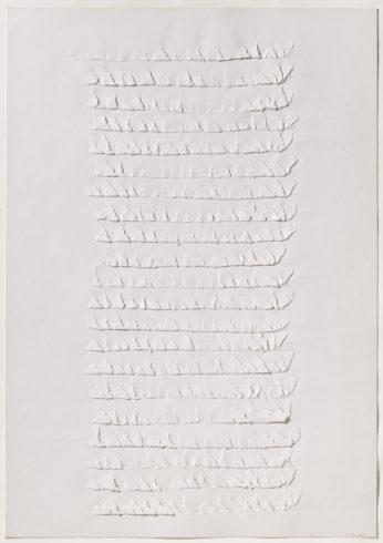 """7 VIII 74/3"", Papier, gerissen, 100 x 70 cm, 1974 Foto: Sascha Fuis, © Oskar Holweck Nachlass, Courtesy Gallery Martin Kudlek, Köln"